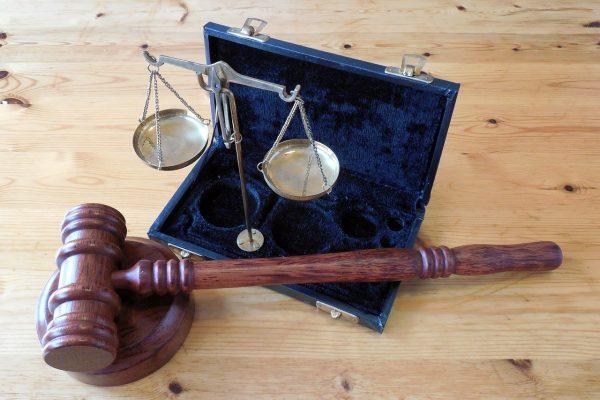 Logement squatté : pourquoi le droit de propriété est-il bafoué par la loi ?